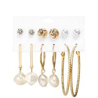 6 paires de boucles d'oreilles, différents modèles avec perles et bouc